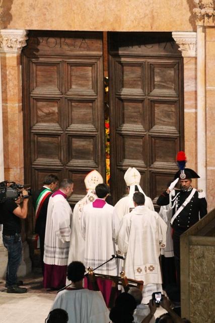 prime foto corteo porta santa