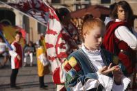 Gli sbandieratori a piazza Duomo (25 agosto)